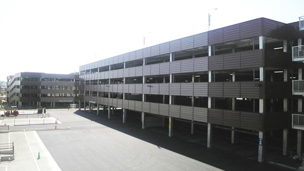 仙台の商業施設駐車場
